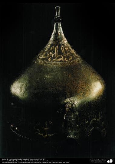 Casco de guerra con grabados Islámicos, Anatolia, siglo XV dC. (2)
