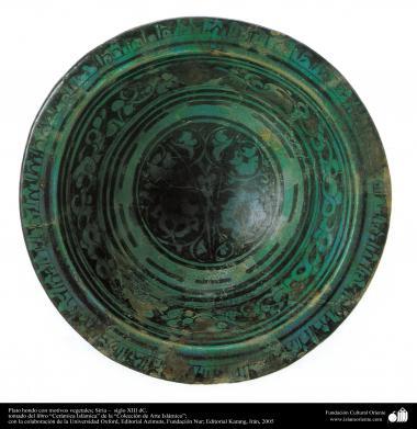 Art islamique - la poterie et la céramique islamique - Bol de poterie  avec des motifs de fleurs et de plantes  -Syrie - XIIIe siècle-44