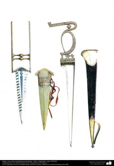 Dagas y sus vainas exquisitamente adornadas– India o Afganistán– siglo XVIII DC.