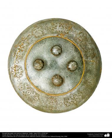 Schild dekoriert mit islamischen Motiven - Indien sechszehntes oder siebzehntes Jahrhundert AD - Waffen und dekorierte Utensilien