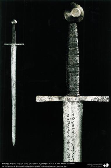 Espada de caballero con motivos caligráficos en hoja, probablemente de Milán de Italia, fines del siglo XIV dC.