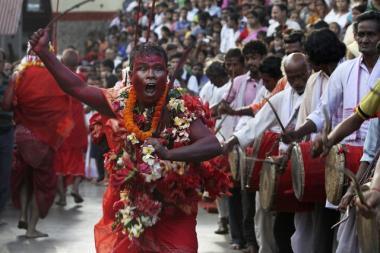 Festival ritual en un templo de la India
