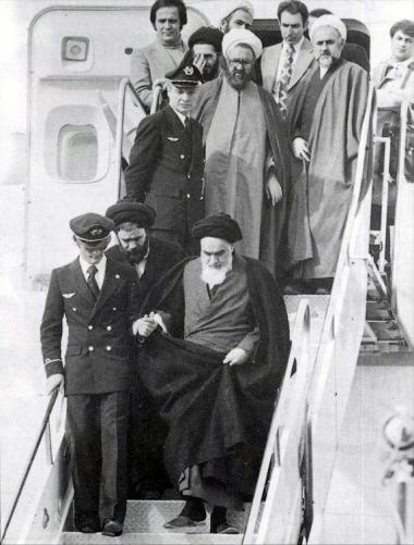 پوسٹر - امام خمینی (ره) ایران کے اسلامی انقلاب کے دوران ایران  واپس - ۳۲