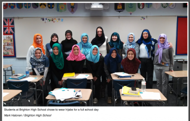 Les jeunes filles musulmanes dans une école en Grande-Bretagne