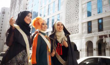 Muslim Woman and Fashion show - Young Muslim Islamic clothing models
