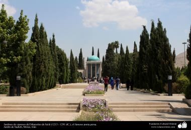 The city of shiraz - Cypress Gardens Mausoleum Sa'di (1213 -. 1291 AD), the famous Persian poet - 26