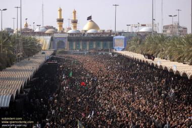 Trauer und Prozession zur Stunde des Martyrium Imam Huseyn's und seiner Familie in Kerbala - Irak - Die Stadt Kerbala in Irak - Foto