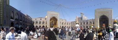 Les vagues de pèlerins inondées quotidiennement par différents tribunaux du sanctuaire de l'Imam Rida (P), la ville de Mashhad