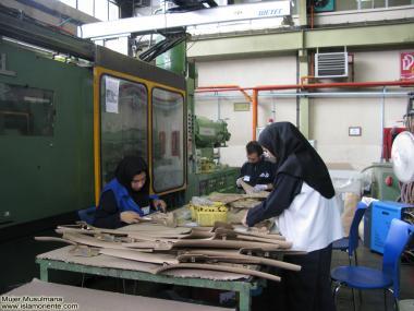 Mujer musulmana - Mujeres en la producción