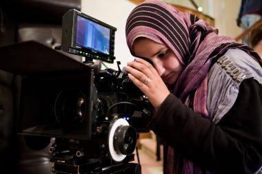 ヒジャーブを付けるイスラム教の女性の撮影などの活動