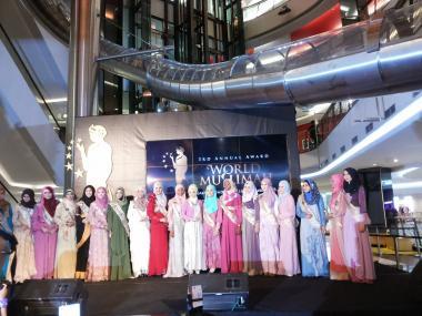 النساء المسلمات والموضة (العصریة) - مسابقة ملكة جمال مسلمات العالم في اندونيسيا - 2013