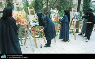 The Art of painting through the hands of Muslim women in Iran