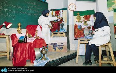 イスラム教の女性の芸術活動(女性あての工芸のワークショップ開催)