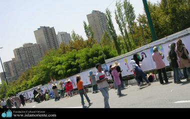 Iranian Muslim Teenagers expressing themselves throught Art