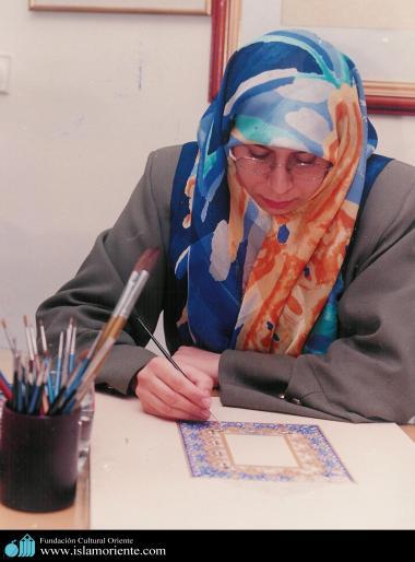 Die muslimische Frau und die islamische Kalligraphie - Die muslimische Frau und die Kunst - Foto