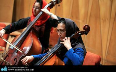 Mujer musulmana y música