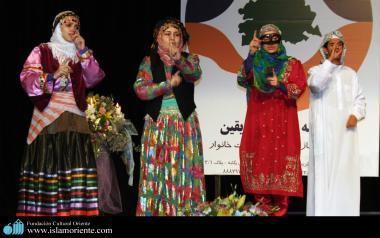 Mulheres muçulmanas em peça de teatro