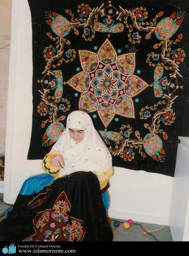 فعالیت هنری زنان مسلمان - صنایع دستی زنان مسلمان در ایران