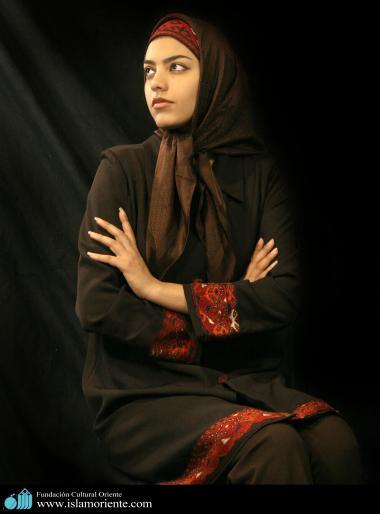 Modelo muçulmana participando de uma sessão de fotos - 1