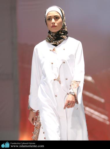 Mujer musulmana y desfile de moda - 9