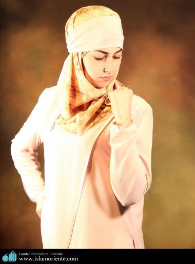 Modelo muçulmana participando de uma sessão de fotos - 2