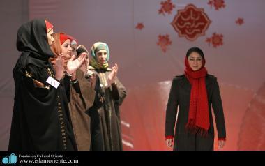 Mujer musulmana y desfile de moda - 46