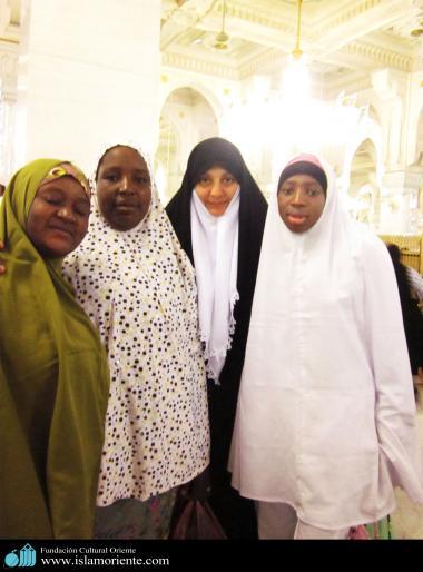 Un groupe de femmes musulmanes unies par leur activités religieuses à la Mecque - 231