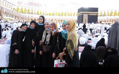 Indonesian muslim women in Mecca
