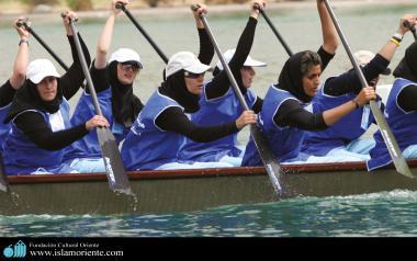 Mulheres muçulmanas de uma equipe de canoagem