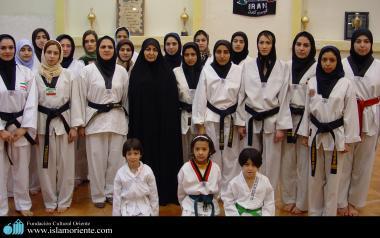 Mulher muçulmana esporte - Uma equipe feminina de taekwondo