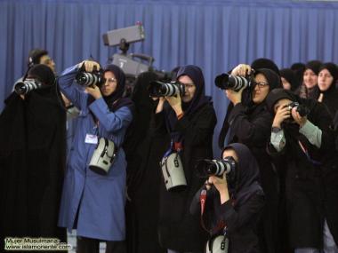 Repórteres muçulmanas, registram o encontro do líder supremo do Irã