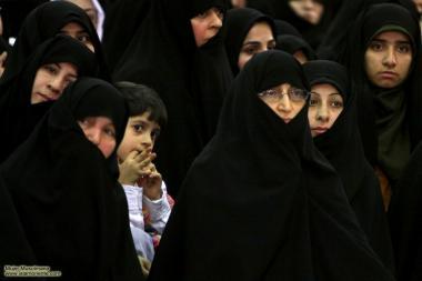 مسلمان خواتین اور حجاب - ایرانی خواتین مذہبی پروگرام میں شریک اپنی چادر اور نقاب میں