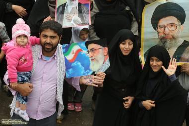 Iranianos com a foto do Líder iraniano, Aiatolá Ali Khamenei