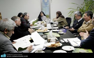 نقش سیاسی زن در جامعه اسلامی - ایران