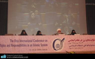 Vie sociale de la femme musulmane - Femme musulmanes en hijan dans leur activités sociales et culturelles - 381