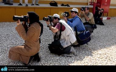 مسلمان خاتون اور حجاب - مسلمان خواتین معاشرہ اور کاموں میں شریک - ۵۳