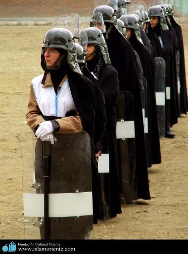 La società delle donne musulmane-Lo Hijab della donna musulmana e le attività sociali-Pompiera