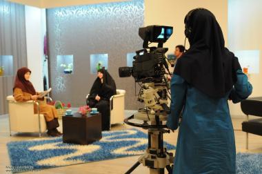 نساء المسلمات و العمل – امرأة مشغول بالعمل فی المجتمع
