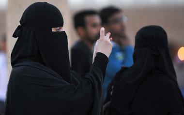 Mulheres árabes com vestuário islâmico