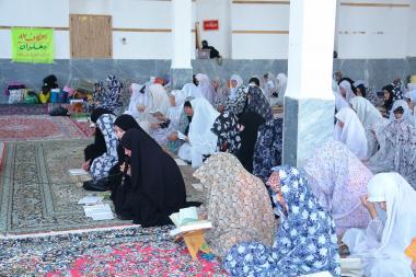 Muslimische Frauen im inneren einer Moschee - 242 - Die muslimische Frau und religiöse Aktivitäten