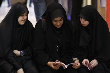 Donne musulmane nella fiera internazionale del libro in Iran