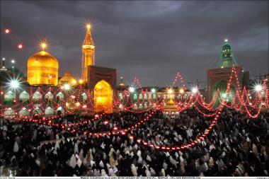 Manifestation active de femmes musulmanes dans la grande cour du santuaire de l'Imam Rida (a.s) dans la ville de Mashad en iran