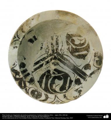 Art islamique - la poterie et la céramique islamiques ,la plaque de poterie avec les motifs géométriques- Syrie -XIIIe ou XIIIe siècle-77