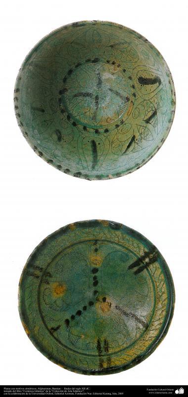 Plat avec des motifs géométriques. Afghanistan, Bamiyan - fin du XIIe siècle de notre ère. (51)