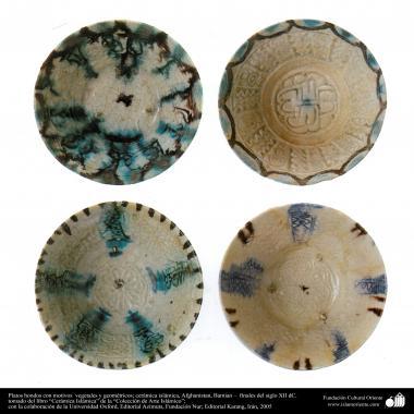 Art islamique - la poterie et la céramique islamiques - des bols de poterie  avec des motifs symétriques-Afghanistan, Bamian - fin du XIIe siècle -21