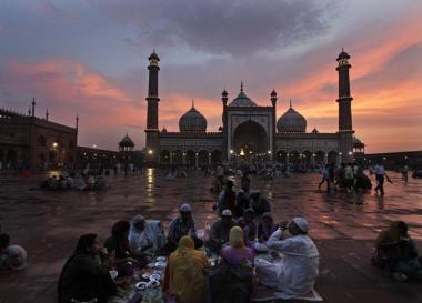 لحظه افطار - هند