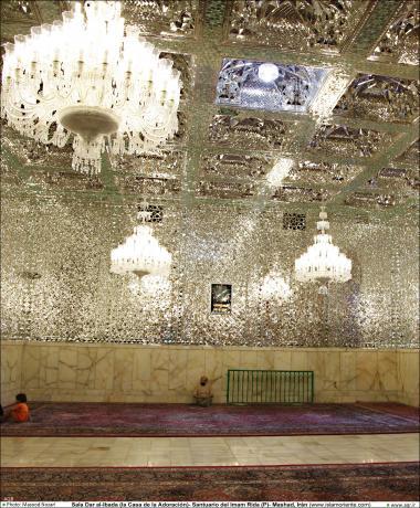 المعماریة الإسلامية - دار العبادة - منظر من الضريح المقدس للإمام الرضا (ع) - قدس رضوي في المدينة المقدسة مشهد، إيران - 61