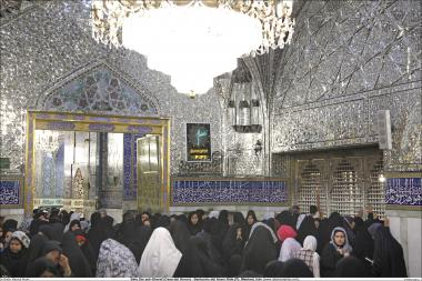 فعالیت مذهبی زنان مسلمان - حضور زنان مسلمان در صحن آینه کاری شده حرم مطهر امام رضا (ع) - مشهد - ایران -  68