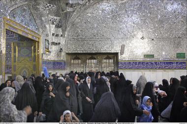 Die Halle von Dar Ash-Sharaf (Halle der Ehre) - Heiliger Schrein von Imam Reza (a.s.) in Maschhad - Iran - Die muslimische Frau und religiöse Aktivitäten - Foto