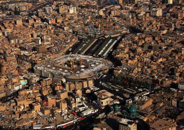 Santuário do Imam Hussein (AS) e Abalfadl Al-Abbas (AS) em Karbala e os peregrinos - 16